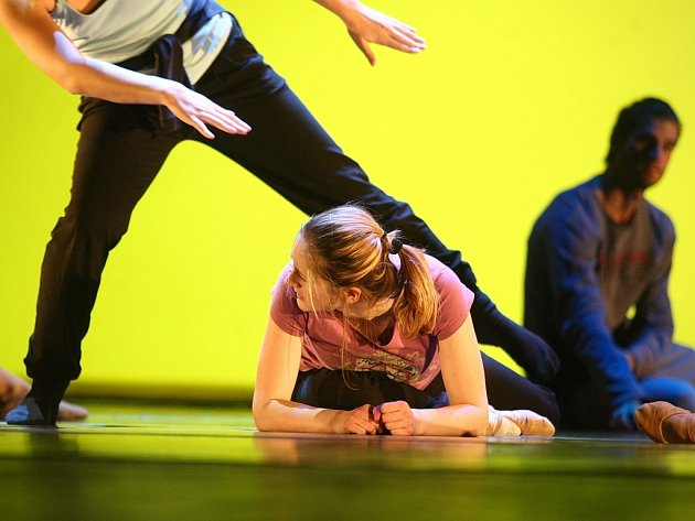Večer moderního tance předvedla skupina MAXIMVS v Brně.