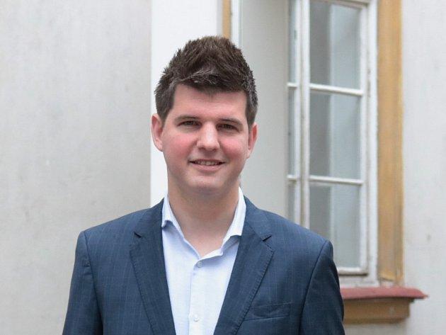 Za deset let se vypracoval na manažera luxusních londýnských restaurací. Nyní se Oto Horáček, pocházející z Opatovic na Brněnsku, stal generálním manažerem členského klubu s několika restauracemi a hotelem.