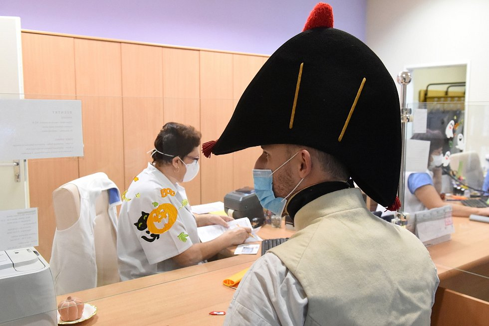 Napoleonské vojsko při odběru krve ve FN Brno