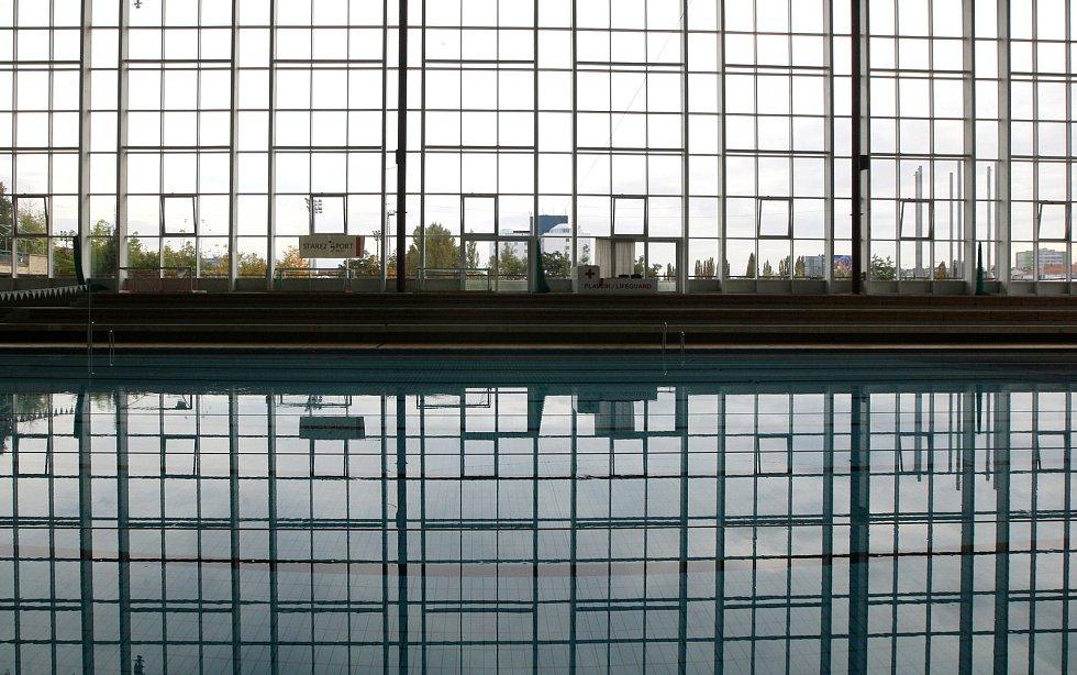 Protikoronavirová opatření, zavřené posilovny a sportoviště. (bazén Za Lužánkami)