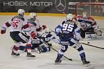 Hokejisté brněnské Komety v 47. extraligovém kole doma přetlačili Pardubice 2:1.