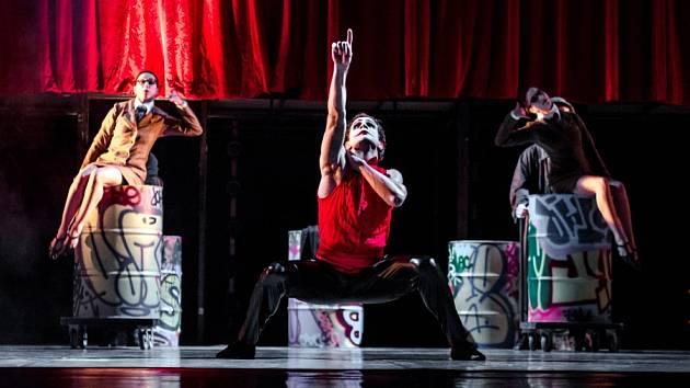 Národní divadlo Brno uvede v páteční premiéře inscenaci Game over složenou ze dvou samostatných tanečních kreací: Catch 27 a Palindrom