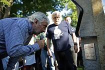 Odhalení památníku - sochy brněnského siláka Franty Kocourka v parku v brněnských Řečkovicích.