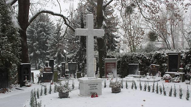Pieta jako málokde. Na brněnském hřbitově mají sektor pro nenarozené děti