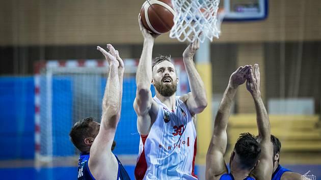 Do úvodního zápasu nové sezony nenastoupí v sestavě Basketu Brno jeho kapitán Jakub Krakovič, který má zranění ve spodní části těla.