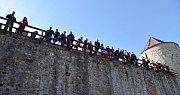 Maso ve všech podobách od uzených vtipů po přímo před diváky bourané prase přilákalo na hrad Veveří v sobotu davy návštěvníků. Slavnosti moravského uzeného již popáté provoněly památku příjemnou vůní z udíren.