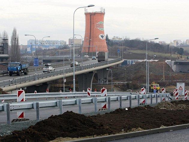 Mimoúrovňová křižovatka ulehčí dopravě v Králově Poli.
