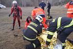 Záchrana otužilce, který v Brně uvázl pod ledem.