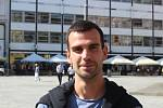 Jaroslav Audy (31 let): Ráno jsem šel po centru a všiml si, že tady byl klid. I s těmi dovážkami je to tady mnohem klidnější, když všichni kurýři musí jezdit na kole, aspoň tady jejich auta nepřekáží. Já jsem rád, centrum by podle mě mělo být bez aut.