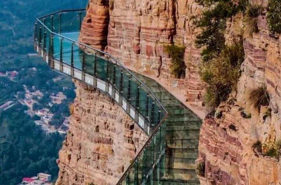 Jedinečná atrakce vranovského zámku skleněný chodník.