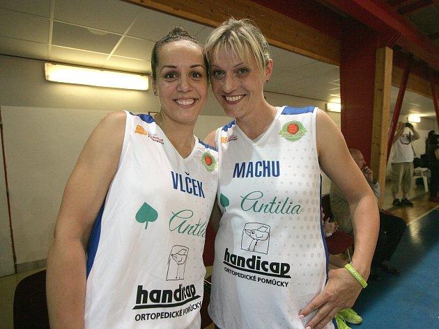 Netradiční zápas smíšených družstev žen a mužů v pátek hostila hala Rosnička. Akce s názvem Hvězdy spolu připomněla slavná výročí brněnského basketbalu.