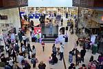 Nákupní centrum Avion v Brně zaplnily stovky lidí. Účastnily se akce Den, kdy se budu mít ráda.