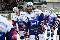 HC Kometa Brno v modrém (Peter Mueller).