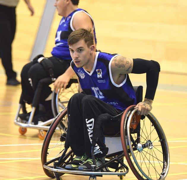 Bývalý motocyklista a basketbalový vozíčkář Lukáš Šembera je od poranění páteře v roce 2009 odkázaný na invalidní vozík.