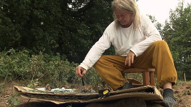 Dokument režiséra Pavla Jiráska zachycuje Vladimíra Kokoliu v prostředí rodných Veverských Knínic i v Praze, kde učí na Akademii výtvarných umění.