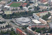 Redaktorka Brněnského deníku Rovnost i zaměstnanci Kiwi.com měli při oslavách pěti let od založení firmy možnost prohlédnout si z vrtulníku město, ve kterém společnost vznikla.