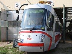 Takzvaná Porsche tramvaj Helenka vyjela do brněnských ulic.