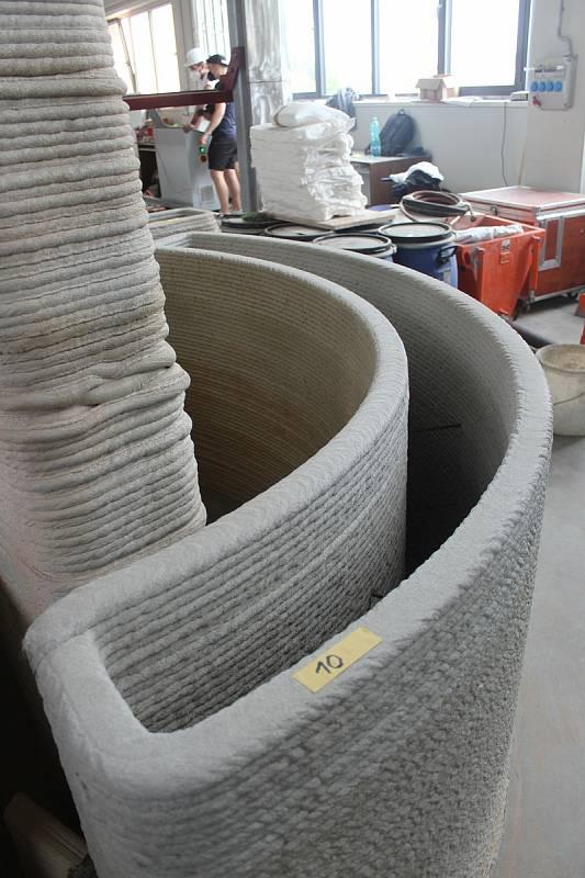 Tisk prvku na parkourové hřiště vytisklé na 3D tiskárně.