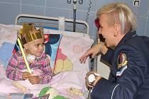 Na dvacet tisíc korun vyšlo nové lůžko pro Kliniku dětské onkologie Fakultní nemocnice Brno, na které přispěli policisté z Útvaru pro ochranu prezidenta ČR.