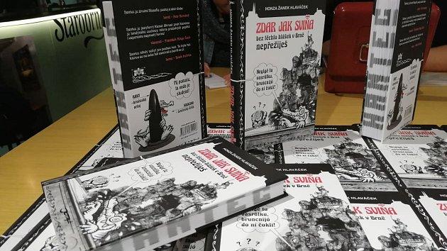 Propagátor brněnského hantecu Honza Hlaváček pokřtil novou knihu s názvem Zdar jak sviňa.