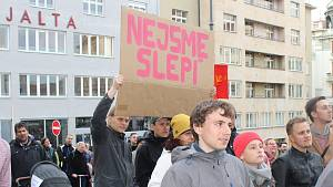 Protestanti chtějí odvolání Benešové. Nebo tu budeme za týden znovu, varovali