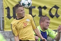 Fotbalisté Rosic (ve žlutém).