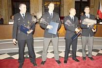 Policistou roku v kraji se stal Petr Kubinger. Čtyři policisté získali v pátek ocenění za Čin roku. V červnu zachránili dvě malé děti, které vypadly z okna.