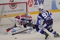 Hokejisté brněnské Komety v 47. extraligovém kole doma přetlačili Pardubice 2:1. Na snímku Radim Zohorna - dává vítězný gól.