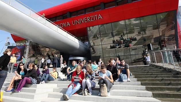 Dekáda kampusu v Bohunicích: sto let snů, pět miliard korun a čekání na šalinu