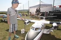 Na modelářském letišti v Budkovicích u Ivančic na Brněnsku se v sobotu konalo setkání letadlových nadšenců.