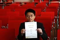 Sedmnáctiletý Anh Dung Le z tachovského gymnázia vyhrál celostátní matematickou olympiádu.