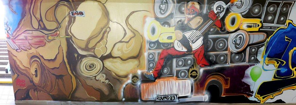 Hrůzostrašné podchody se mění v streetartové galerie. Města a obce si je nechávají vymalovat čím dál častěji. Na snímku podchod v Modřicích.