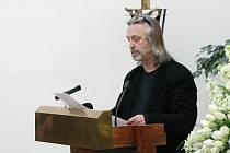 Jiří Vondrák v úvodu obřadu pronesl smuteční proslov