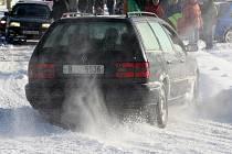 Sobotní Rallye Show Modřice nabídla zájemcům možnost vyzkoušet si s vlastním autem jízdu na sněhu nebo ledu v okolí Masarykova okruhu.