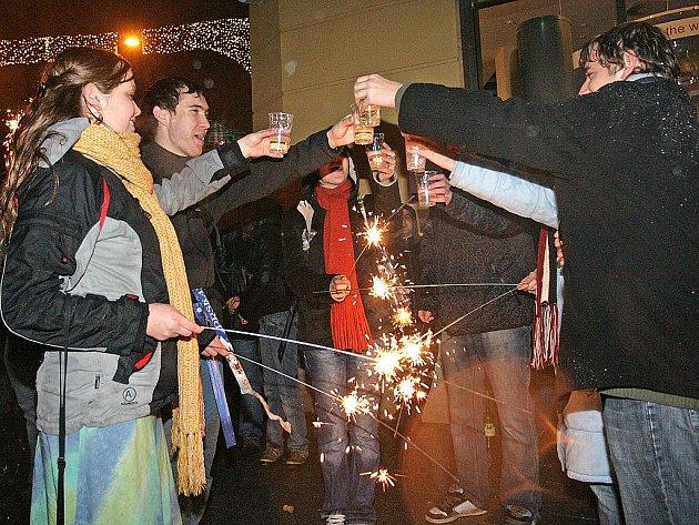 Silvestrovské oslavy na brněnském náměstí Svobody.