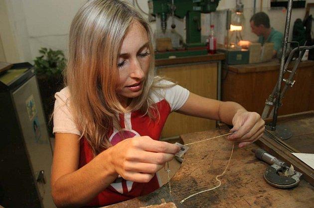 Zlatnice Erika Vagnerová vyrábí všechno ručně.