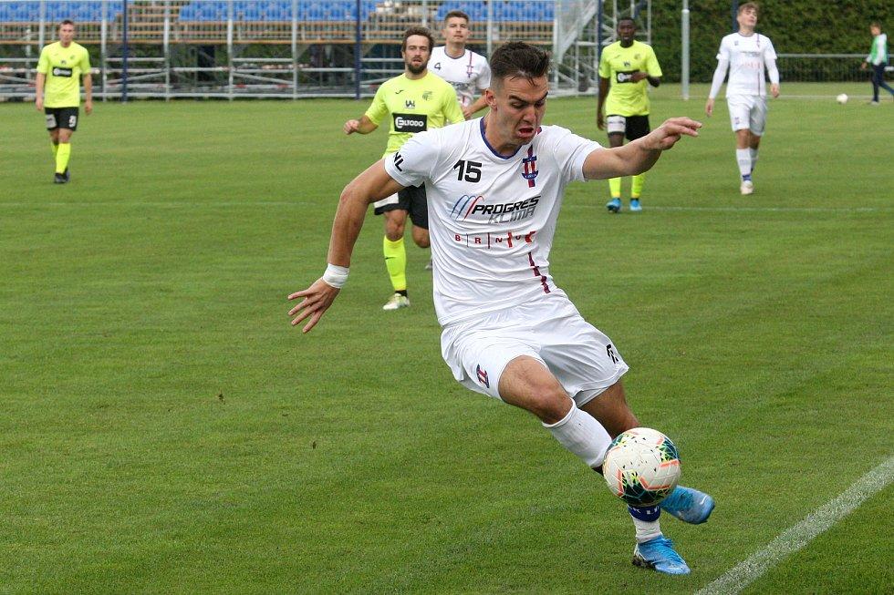 Rosice 05.10.2019 - domácí SK Líšeň v bílém (Martin Zikl) proti FK Ústí nad Labem