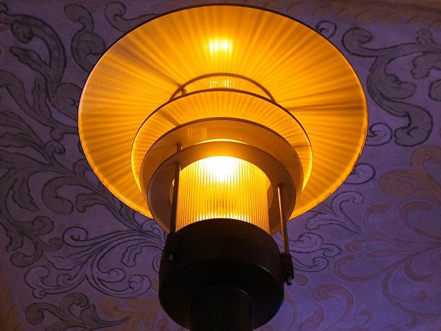 Historii veřejného osvětlení v Brně mapuje výstava, která v pátek začala v Křížové chodbě Nové radnice.