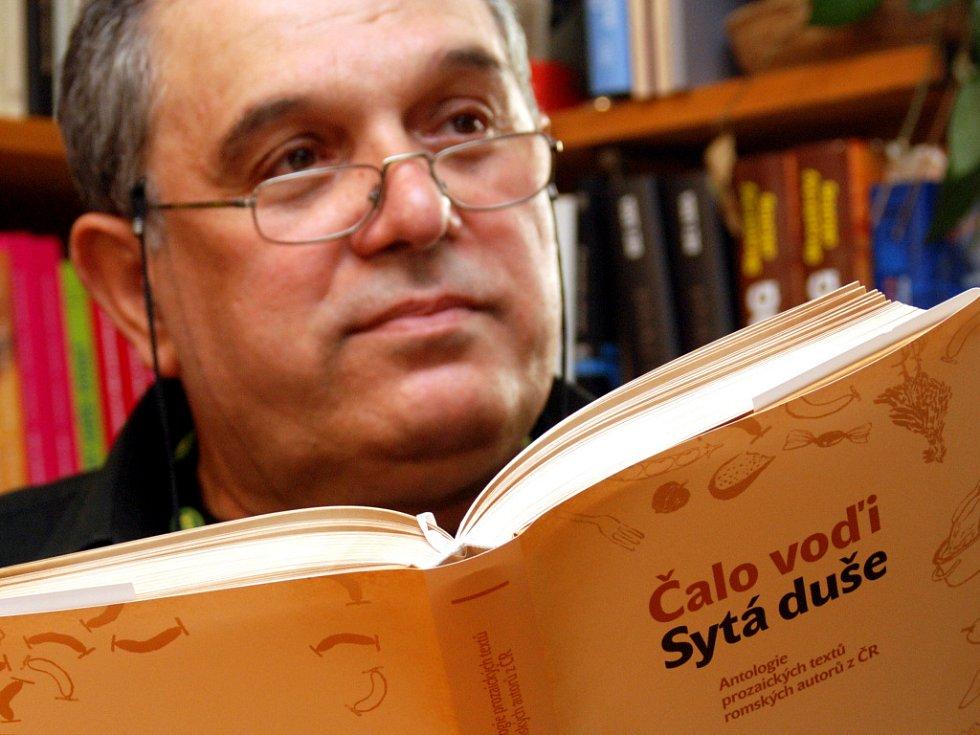 Gejza Horváth na křtu knihy Čalo vodi v brněnském Spolku.