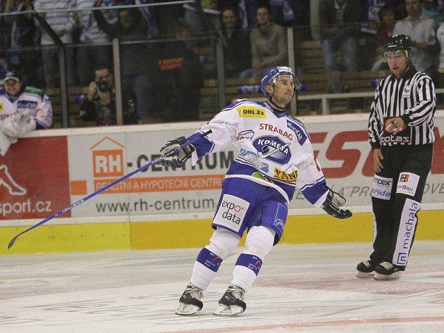 Útočník hokejové Komety Michal Černý, kterému fanoušci neřeknou jinak než Benzín.
