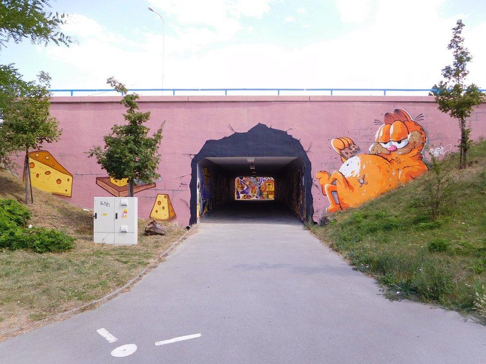 Hrůzostrašné podchody se mění v streetartové galerie. Města a obce si je nechávají vymalovat čím dál častěji. Na snímku podchod v Brně Líšni.