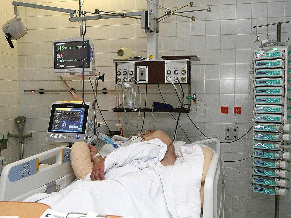 Popáleninové centrum Fakultní nemocnice Brno, kde se starají o popálené pacienty.