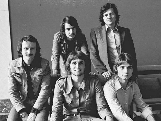 Na snímku zleva: Jan Sochor, Pavel Pelc, Zdeněk Kluka, v popředí Bob Frídl a Pavel Váně v roce 1974.