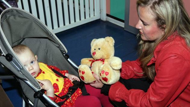 Vendula Svobodová navštívila i děstké oddělení.