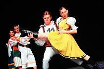 ČÍM VTIPNĚJŠÍ, TÍM VTIPNĚJŠÍ. Tímto heslem se řídí slovenský taneční soubor Všetečníci, který vznikl před pěti lety v Bratislavě. Tato skupina tanečního humoru se věnuje netradičnímu způsobu zpracování scénického folkloru.