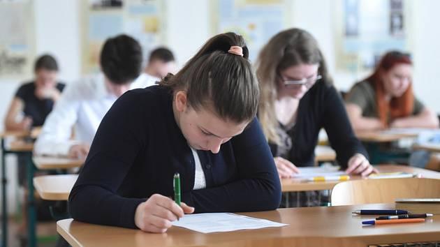 Maturanti v kraji se bojí matematiky, zato září v angličtině