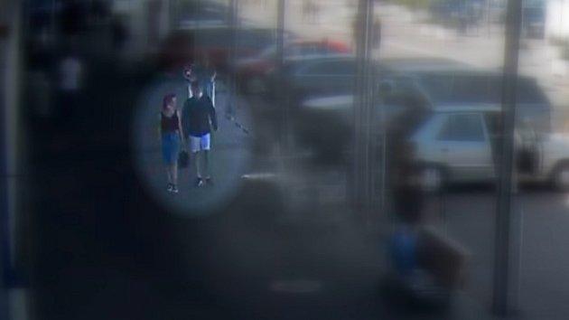 Ženě ukradli peněženku při vykládání věcí do auta