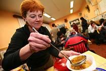 Bezdomovci v Armádě spásy dostali jídlo z šesti brněnských restaurací.
