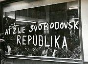 Hesla vyjadřující nesouhlas se vstupem vojsk se objevila hned 21. srpna na výlohách domů v centru Brna.