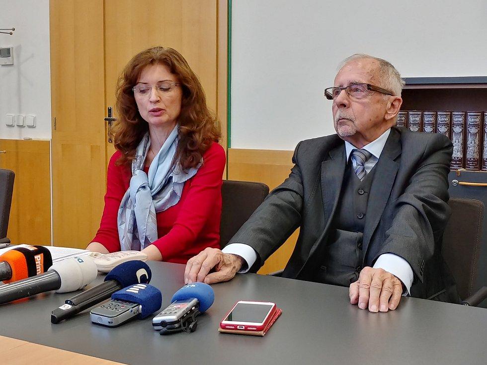 Nový ombudsman Stanislav Křeček a jeho zástupkyně Monika Šimůnková.